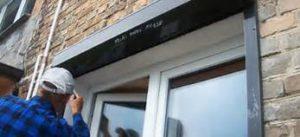 Рольставни при кажущейся простоте конструкции представляют собой сложный технический механизм, в составе которого узел направляющего механизма и сами пластины ламели, которая при нормальной работе должна сворачиваться в рулон. Такие конструкции сегодня очень популярны, поскольку при необходимости можно полностью закрыть окно, сведя на ноль видимость того, что происходит или находится внутри, или открыть его. Используются они не только на окнах, но и на дверях (магазинов, торговых точек, офисов и т. д.). Частая и неправильная эксплуатация приходит к тому, что требуется ремонт защитных рольставен, поскольку из-за поломки одной детали перестает работать вся конструкция. Широкая область применения рольставен способствовала тому, что на рынке стали появляться сомнительные производители. Поскольку главная цель этих конструкций это обеспечение защиты объекта от проникновения в него, лучше заказывать их у профессиональных мастеров. Роллетное полотно состоит из планок, количество которых может быть не ограничено, установленных таким образом, что взломать их практически невозможно, но при поломке одной ламели требуется срочно провести ремонт защитных рольставен, поскольку это отразится на работе всей конструкции. Наиболее часто встречающиеся проблемы 1. Выход из строя отдельных ламелей. 2. Неправильная работа направляющей для сматывания и разматывания полотна. 3. Повреждение короба, в котором спрятаны узлы механизма рольставен. При обнаружении проблем лучше сразу обратиться к специалистам, к тому же сегодня ремонт защитных рольставен в Москве могут произвести буквально за один день. Гораздо сложнее ремонтировать конструкцию, которая полностью вышла из строя. Стоит обратить внимание на механизм управления рольставнями: он может быть ручной и электрический. Если проблемы возникли с последними, тут скорее всего потребуется замена электропривода. Что может послужить причиной поломки защитных рольставен 1. Нарушение правил эксплуатации. 2. При их открывании и закрывании недопустим